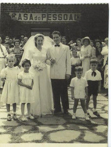 Andrada. 12/06/1949. MARIA AMÉLIA CALÇADA E MENDONÇA Ainda não havia igreja.  Filhas do Sucena, Maria João Santos David; Dr.Picoto e Maria Emília e filho