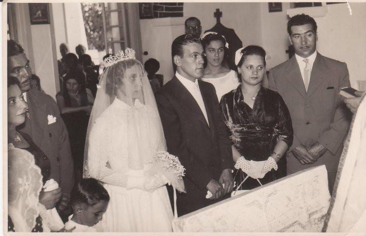 """CASAMENTO 24-05-57 - MARIA DO CARMO e JOÃO SACRAMENTO  Noivos, Isaura """"Palma Brito"""" e casal Piedade e o menino das aliancas e' o Luis Veiga"""