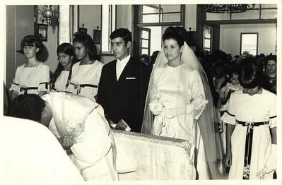 Andrada. 29/09/1968. NÉ JOSEFA E ANTÓNIO CAMPOS Nani Tavares, Ana Maria Josefa, Carla Silva, noivos e Paula Pinho Barros