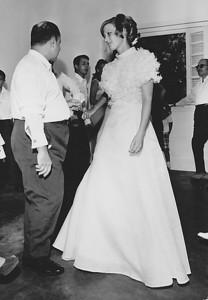 Lukapa. 24/9/1972. NANY TAVARES E TOZÉ LOURENÇO Dr. Pinto Sousa a dancar com a Nany. Emidio Santos e Toze' ao fundo