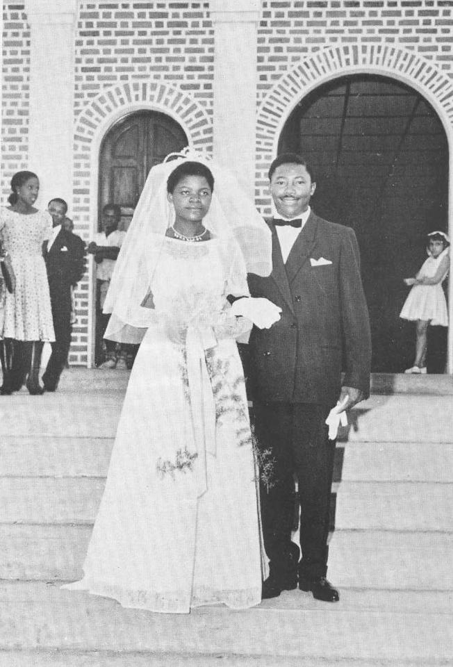 Dundo. ISABEL E ANASTÁCIO. Casamento no Dundo de Anastácio Augusto e Isabel ( pais da Dina Simao)