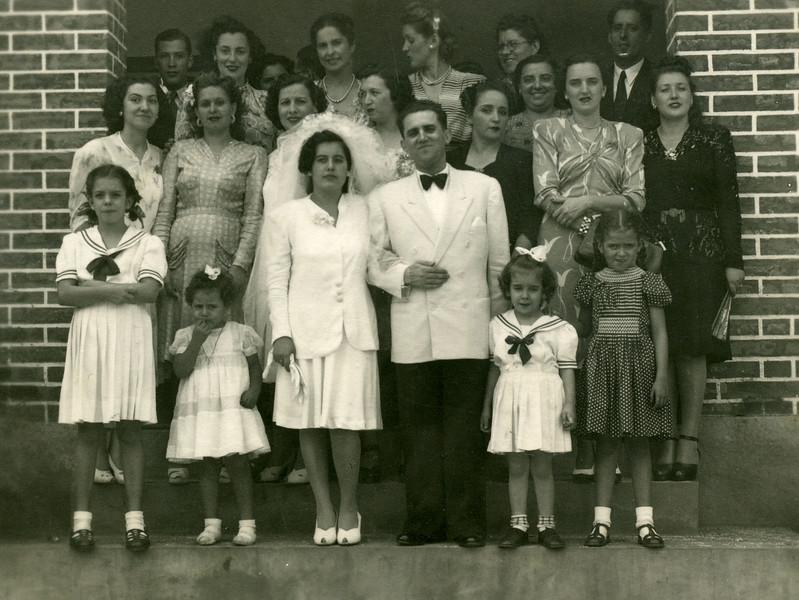 Dundo. LURDES E SERNADAS. À esquerda, em cima, Vítor Santos, Maria Adelaide e Maria Helena Rodrigues. À direita, também em cima, Poeira.
