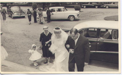 Dundo.1957. MILA E ANTÓNIO REIS. Noiva a entrar na igreja Dundo