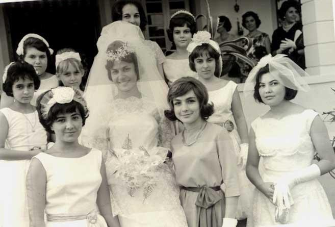 Dundo. MANUELA VALENTE E CARLOS MENDES. Na foto vêem-se Sara Sernadas, a Leonor Viriato, a Tininha, a Gi Moniz, a Nucha Barata, a Fernanda Costa e a Menita Arruda, entre outras.