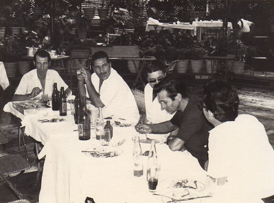 70-Andrada- Almoço de amigos na Estufa Almeida Moreira, Afonso Veiga, Tomáz, Fernando Figueiredo, Narciso