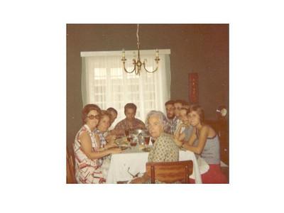 Familias: Medeiros e Tavares Aurora, Elizabete, Tavares, Medeiros, Joao, Isabel, Carla, Guida e avo' Almirinda