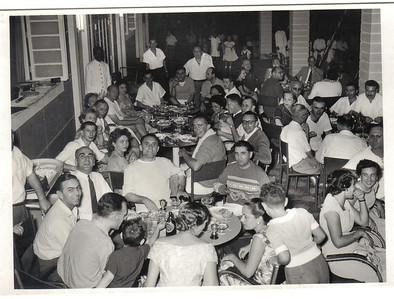 Dundo, 1957 Festa apos competicao de Tenis?  Sotta, Laranjo, Humberto Sousa, Xico Paulos, casal Almeida Santos