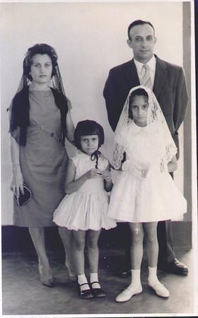 Primeira comunhão em Andrada a 28 de Maio de 1962 Familia Morgado: Fernanda, Morgado, Sonia e Deborah