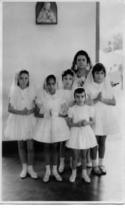 Primeira comunhão em Andrada a 28 de Maio de 1962.  Palmira Nascimento é a catequista Tita Canhão Veloso, Deborah Morgado, Lidia Antonio silva, Lu Canhão Veloso e Lena Sebastiao Vaz