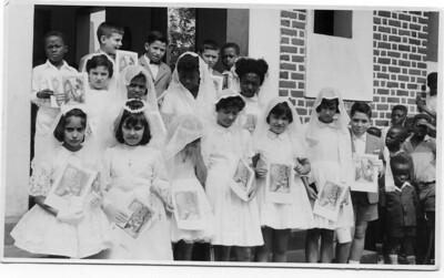 """Primeira comunhão em Andrada a 28 de Maio de 1962 Mario Freitas, Lidia """" Antonio Silva"""",  Deborah """"Morgado"""", ......Lu Canhao Veloso, Fernando Nascimento"""