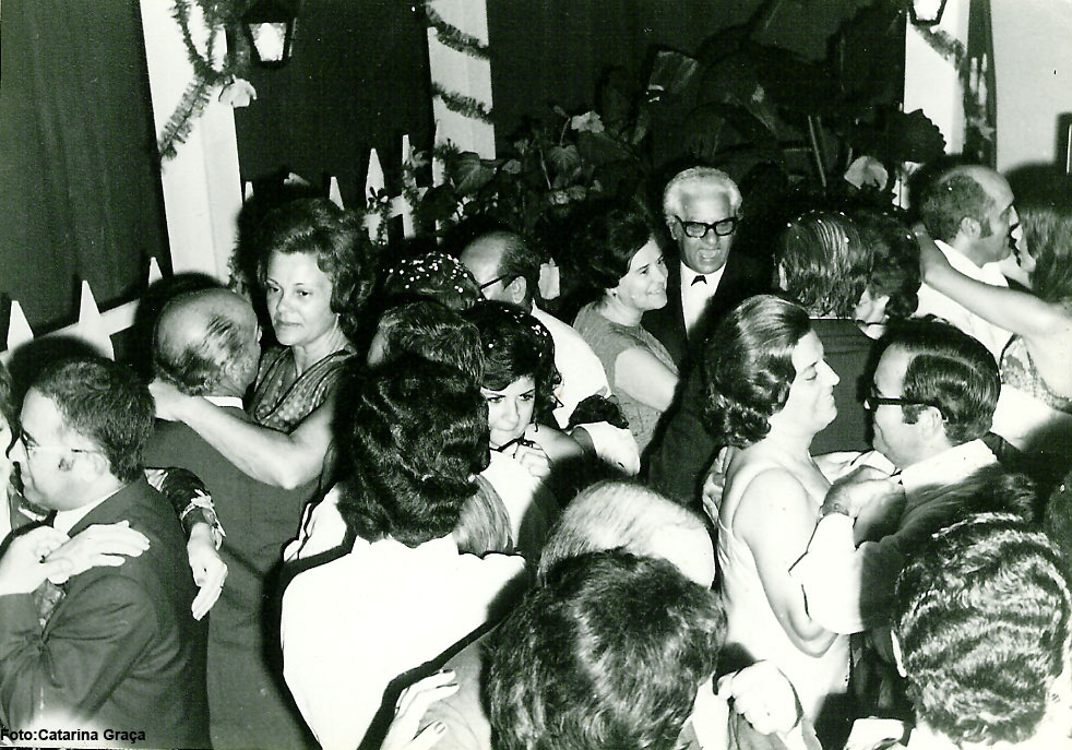 73-74 Ernesto Morais, casal Fontinhas, casal Ramos, casal Venâncio, casal Jorge Graça, Pompom e Rebordão a dancar com a Paula Costa