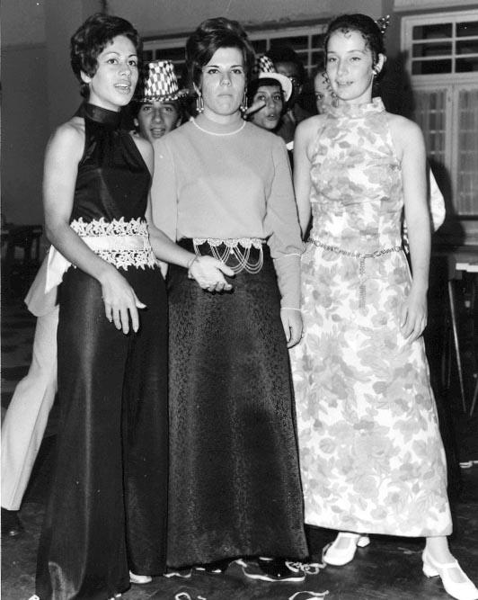 Fim do Ano 70-71 Nanda, Luisa e Tita
