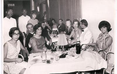 Dundo - Passagem d'Ano 1967/1968  - Belita Americo Santos, São e Zé Gameiro, Carla Silva, José Agusto Silva (Zeca), madame Helene Guimarães, Lurdes e Jean Guimarães, Judite Silva.