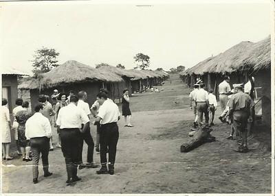 Inauguração da aldeia da Cacanda - 1968 Aldeia foi reconstruída pelos voluntários da milicia perto do quartel
