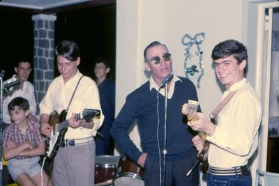 Festa na casa do Dr. Santos David Dezembro 1967 Hernani Madeira Rosa, Miguno Mendonca, Salgueiros, Ze' To' Macedo Simoes. Mwata Bastos e Vicky Martins