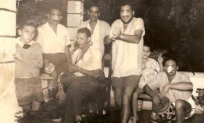 Pedro Baptista, sr. Baptista,  João Piedade, Carlos Portela, sr. Portela ao batuque, Gustavo Fonseca e ao saxofone sr. Aurélio