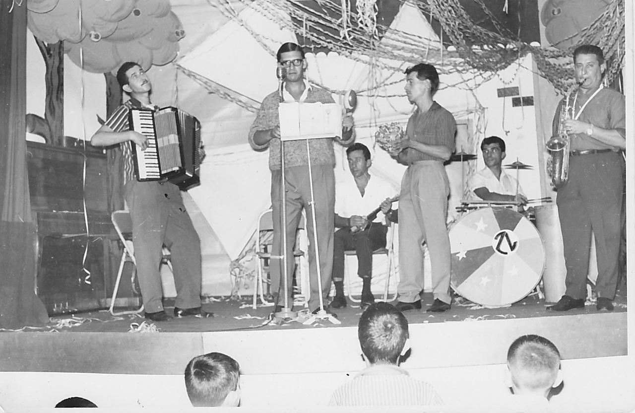 Conjunto de Andrada Caceiro (acordeão), Tavares( saxofone), Miguel( viola), Rebocho (vocalista)