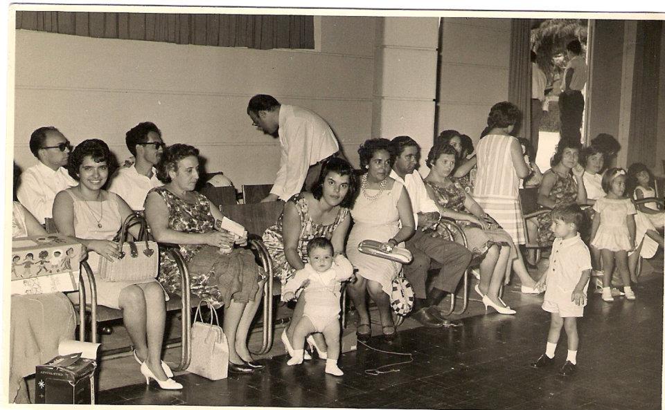 Dundo 1963 - Lassalete Cravo, D.Jessa, Lurdes Carreira e ZéZé, Herminia Pereira Santos, casal Cravo, Guilherme Santos, Sra. do Mendes... atrás da D. Jessa o Sr. Carreira. .