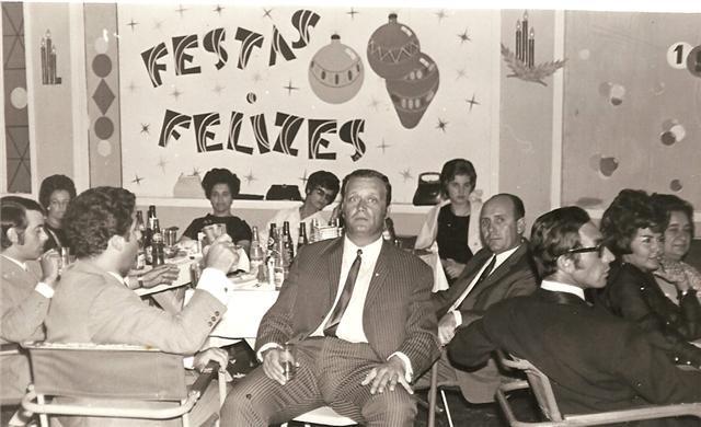 """Lucapa Teodosio,ao fundo Maria de Fátima Teodósio,  Maria Augusta Ribeiro, Manuela Remigio, """"miss Cassanguidi"""" e o marido Augusto Silva ( a' direita) e Celia Julio da Conceicao."""
