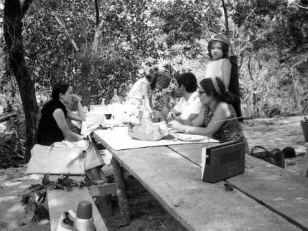 Azevedo António, família e amigos (piquenique) - Estação de captação de água - Lucapa - 1973