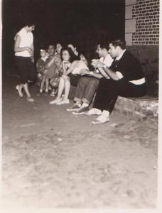 Luaco - Santos Populares Familia  Mário Veiga e familia Palma Brito e Pinto Freitas: Em pé está a Maria Laura ao fundo o Zito Veiga e os pais, a seguir a sra do Palma  Brito (escondida), a Isaura, o Vinício e o Pinto Freitas, (nesta altura todos solteiros)