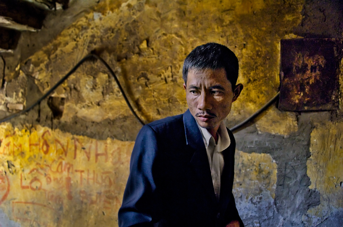 """<font size=""""3""""><font face=""""arial"""">Nguyen Quoc Khanh in the stairwell of his tenement apartment, Viet Tri, Phu Tho province, Vietnam, 2007"""