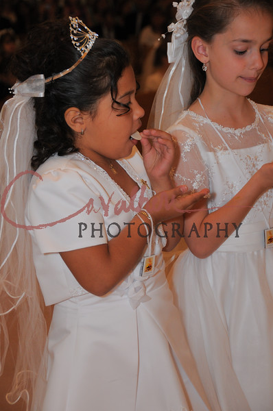 Communion 2008-AM Mass-241