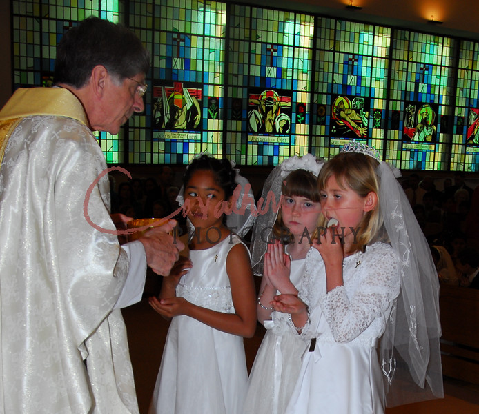 Communion 2008-AM Mass-249