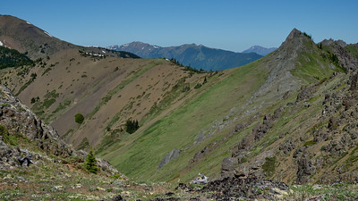 If you zoom in you can see a small group of hikers making their way up the last section of trail before reaching the ridge line