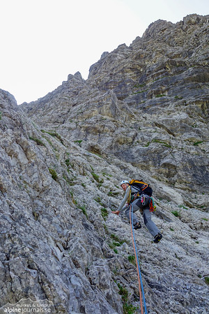 6th pitch, Bayerländerweg. The second long easy scramble pitch. It starts out alright...