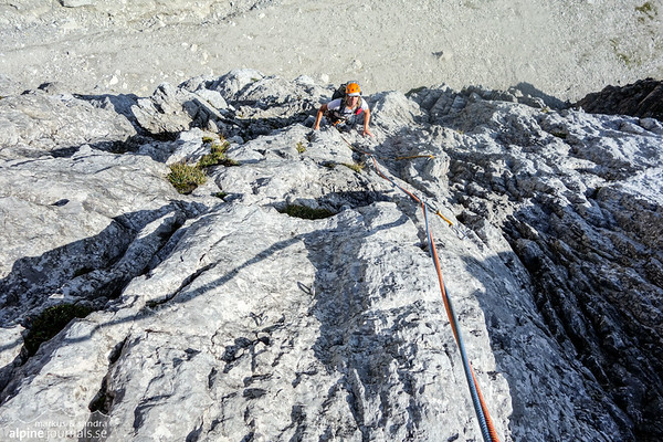 "On pitch 2, after 30 meters there is a new belay stand above the ""Sanduhr"" / rock tunnel (see the yellow extension sling). The stand is visible in the photo (yep, accidentally overclimbed...)"