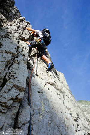1st pitch of d'r Lugabeitl on steep good rock (27 m).