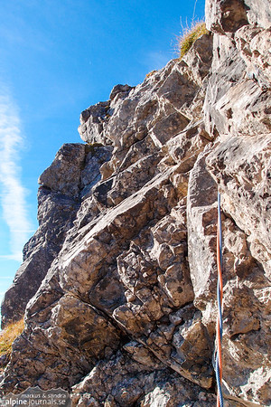 We eventually found a way to make a belay stand using a friend #2 in a crack. The picture shows the beginning of pitch 5. At Grosser Widderstein Ostgrat (complete east ridge)