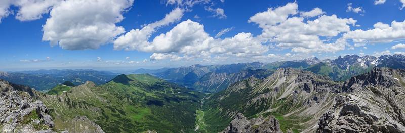Summit view from Oberstdorfer Hammerspitze (2259m)