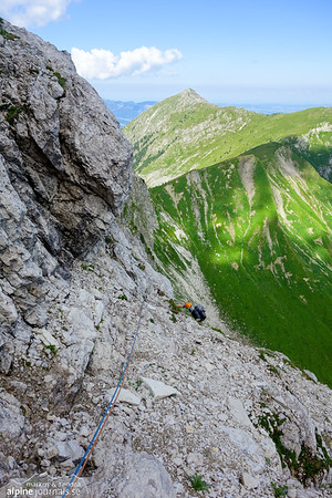 7th pitch, which is actually 50 meters long rather than 25 meters that the Panico topo says. Kleiner Daumen Nordostkante