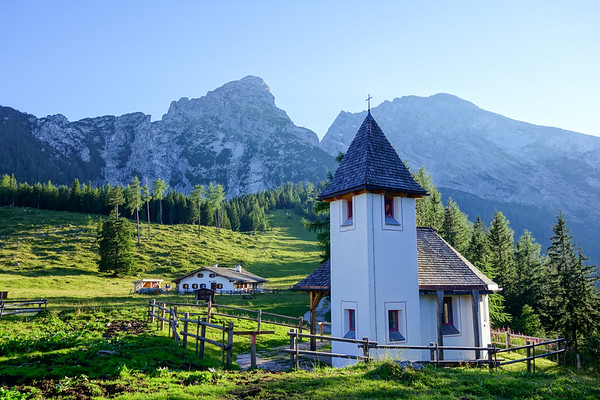 The chapel at Kührointalm, where lives lost in the Berchtesgaden area, and in particular the Watzmann east face are kept in memory. Behind it both Kleiner Watzmann and (much further away) Watzmann are visible.