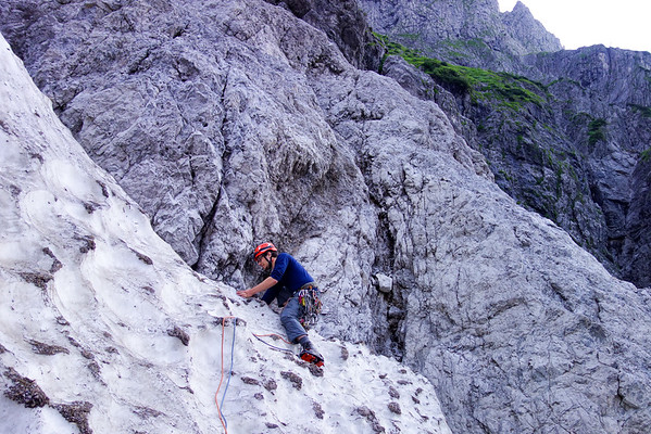 Jesko negotiates the randkluft with crampons and one ice tool.