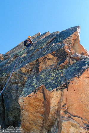 After the tower, sections of sharp ridge follows. Wonderful granite, one bolt.