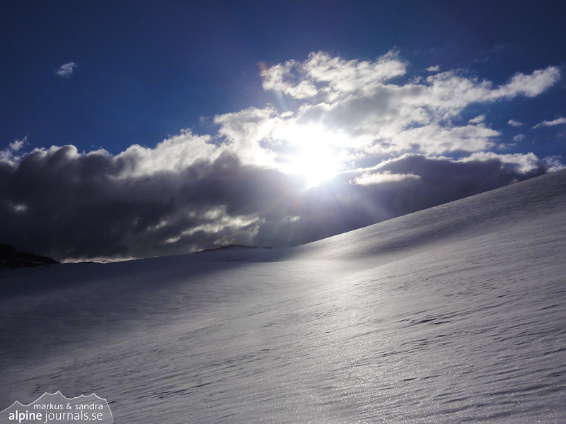 Morning sun over the glacier