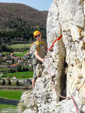 Alte Hausener Wand and the route of the same name, 3-4 pithes 5, 4, 5+. Polished but nice route!