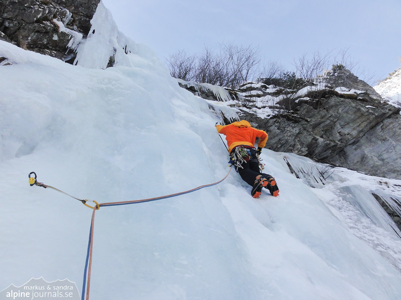 Markus leading the fourth pitch of Federweissfall.