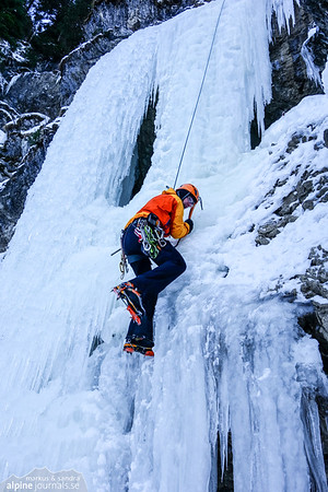 Markus on top-rope at the main section of the middle waterfall of Schwarze Wand (WI4).