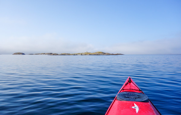 Heading for Klövskär, right before the crossing and before the fog has rolled out over the archipelago.