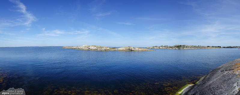 A panorama of the sea from Bodskär in the Huvudskär reserve. Taking panoramas of water is difficult, and this one is far from perfect - but perhaps it may give a feeling of the quiet afternoon atmosphere in a far out island group of the archipelago.