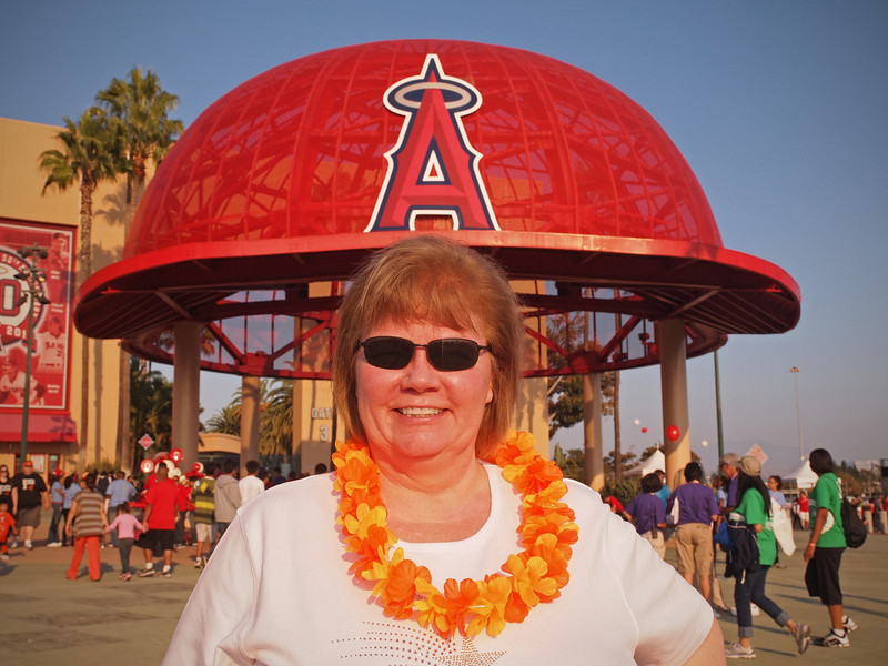Nancy wearing world's largest baseball cap at Light The Night - 17 Sept 2011