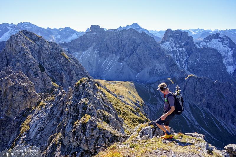 Time to descend from Walser Hammerspitze toward Hochgehrenspitze.