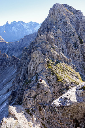 Hochgehrenspitze is getting closer. Three hikers bring perspective to the remaining part.