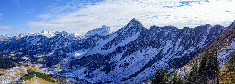 Coming down from Steinmandl, the ridge is to our right (south). The peak in the middle is Grünhorn.