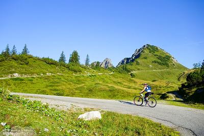 The morning takes us up across Garmiljoch (1850m) next to Gronggenkopf (1978m)