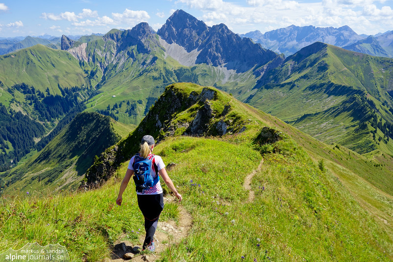 Heading down the ridge from Zafernhorn